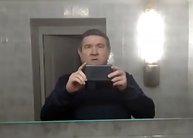 Дунаев показал, почему не мыл руки в туалете облдумы