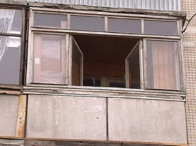 Астраханка выжила после падения с четвёртого этажа