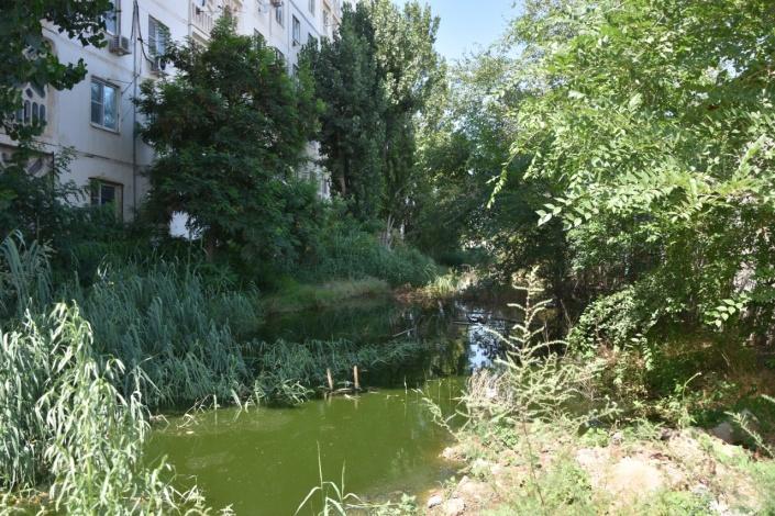Депутаты городской думы отреагировали на жалобу астраханцев, чья многоэтажка подтапливается сточными водами