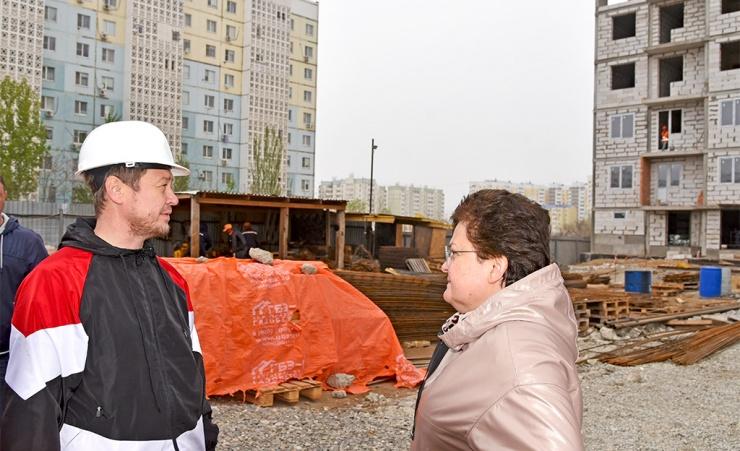 В Ленинском районе Астрахани возводится дом для переселения людей из ветхого жилья
