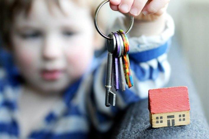 Власти Астраханской области покупают 69 квартир для сирот