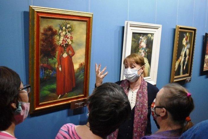 Выставку Никаса Сафронова посетили астраханцы с особой ментальностью