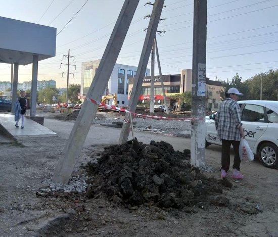 Астраханцы возмущены ходом ремонта дороги по улице Куликова