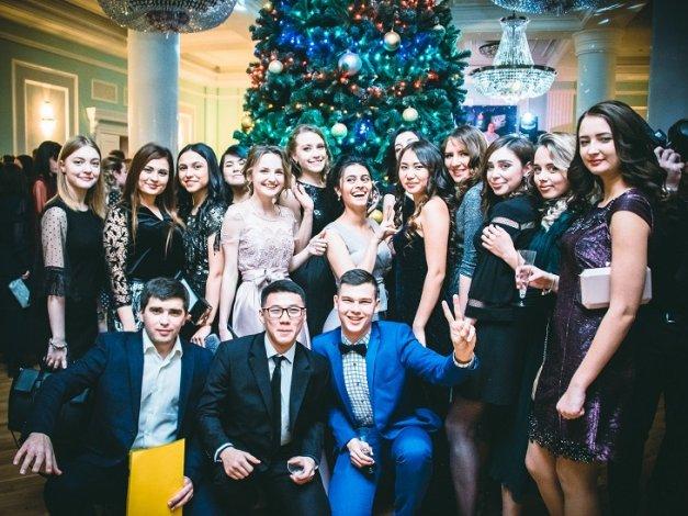 В Астрахани состоялся Губернаторский молодежный бал