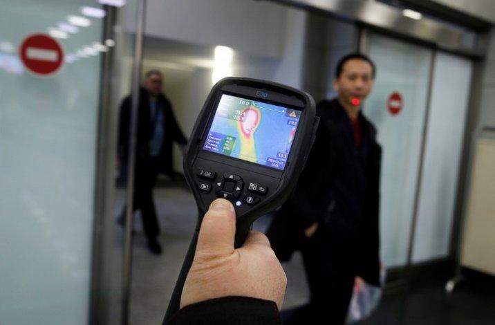 Из-за коронавируса в астраханском аэропорту усилен пассажирский досмотр