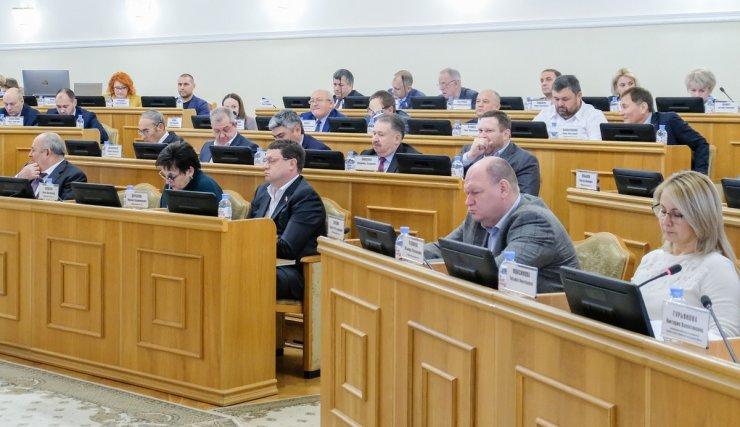 Астраханские депутаты против сосательных и жевательных смесей