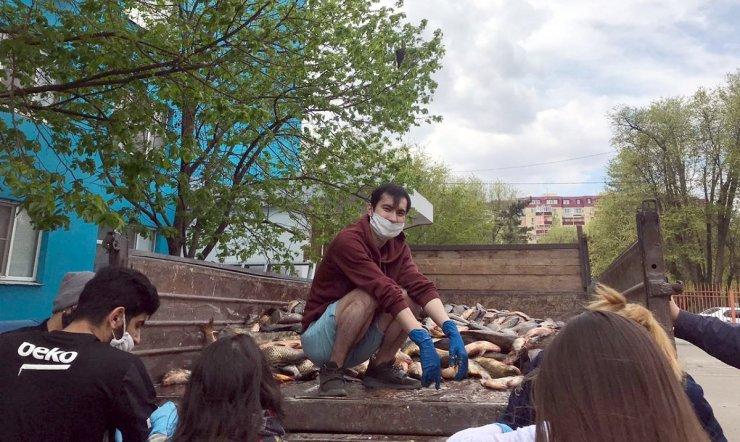 Астраханским студентам бесплатно дали две тонны рыбы