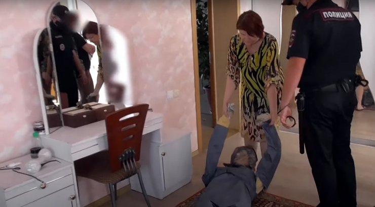 Следком опубликовал новое видео с обвиняемой в убийстве астраханской оппозиционеркой