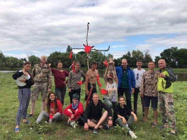 Иногородние волонтёры участвуют в раскопках под Астраханью