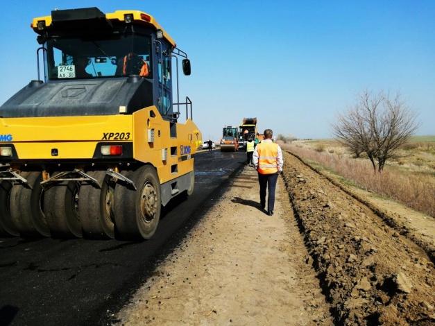 Под Астраханью завершается ремонт региональной трассы
