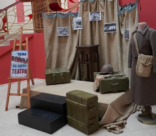 В Астраханском ТЮЗе открылась новая выставка