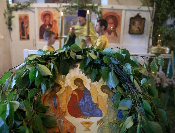 Православные астраханцы отмечают Троицу