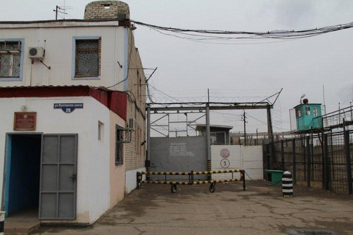 На территории колонии в Астрахани обнаружили свалку