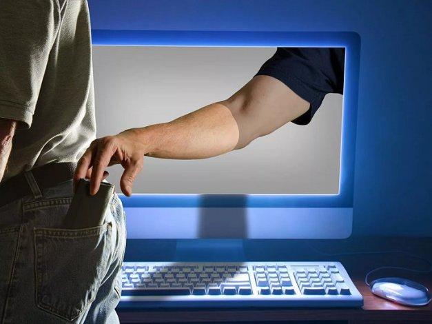 Астраханцы продолжают доверять интернет-мошенникам