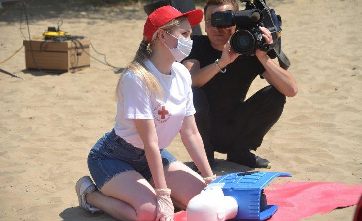 Как проходили уроки спасения: репортаж с городского пляжа Астрахани