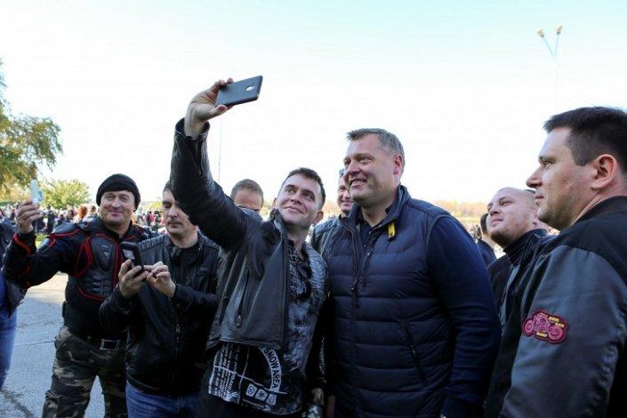 Игорь Бабушкин проехал по Астрахани на байке