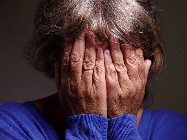 Ранее судимая пенсионерка похитила у соседа посуду и удочки