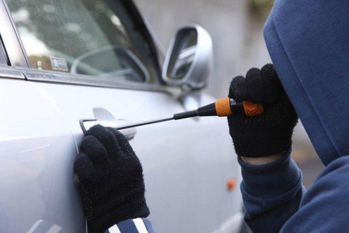Житель Астраханской области обчищал чужие автомобили