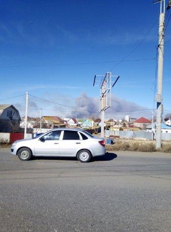 Над Астраханью клубится дым