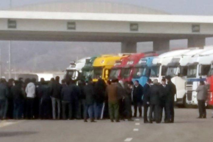 Ушедший в Астрахань туркменский паром вызвал простой сотен грузовиков
