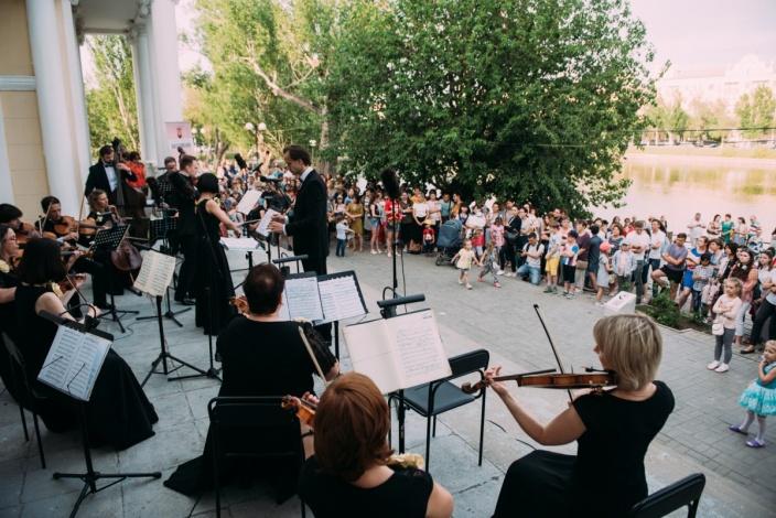 Астраханские учреждения культуры приглашают зрителей на свежий воздух