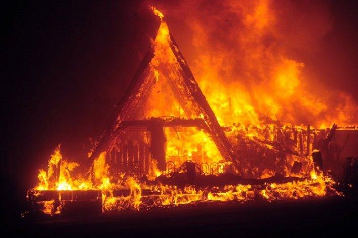 Под Астраханью заживо сгорели трое мужчин
