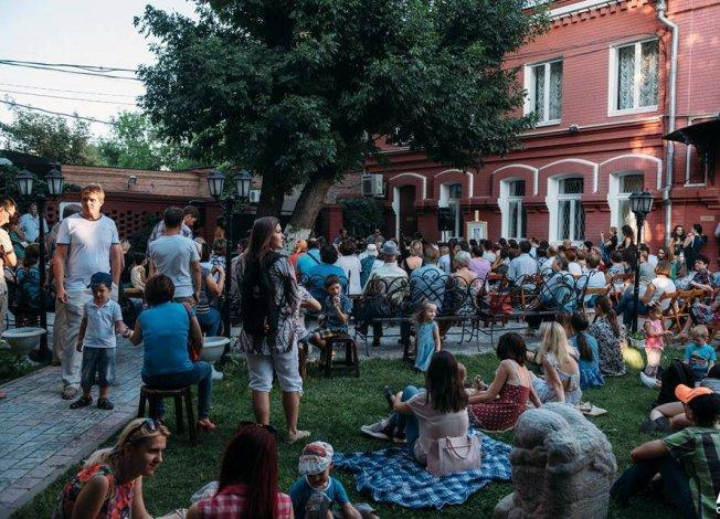 Астраханская картинная галерея открывает творческие вечера