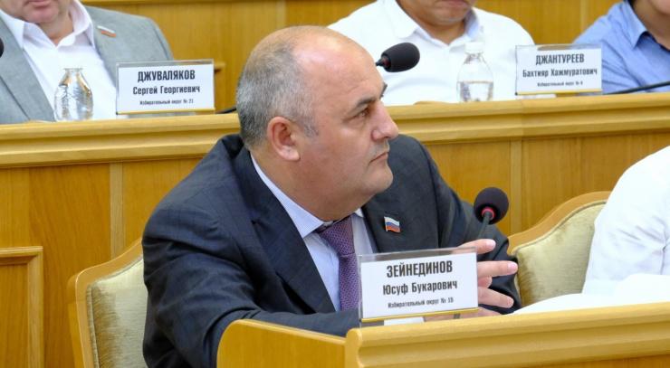 Компания подсудимого депутата астраханской облдумы требует долг с властей