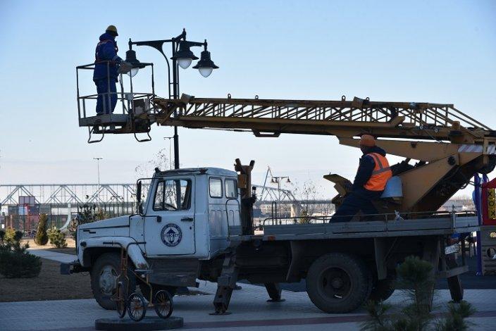 По поручению Радика Харисова в Астрахани меняют уличные лампы