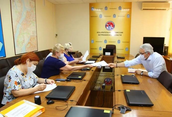 Леонид Огуль сдал документы в избирком для участия на выборах в Госдуму