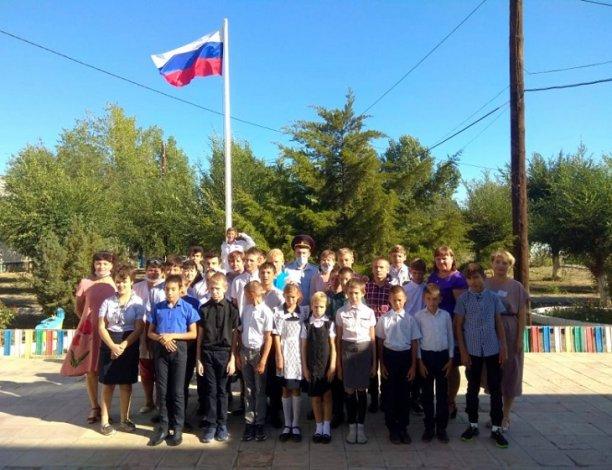Астраханские полицейские преподнесли подарки воспитанникам детского дома