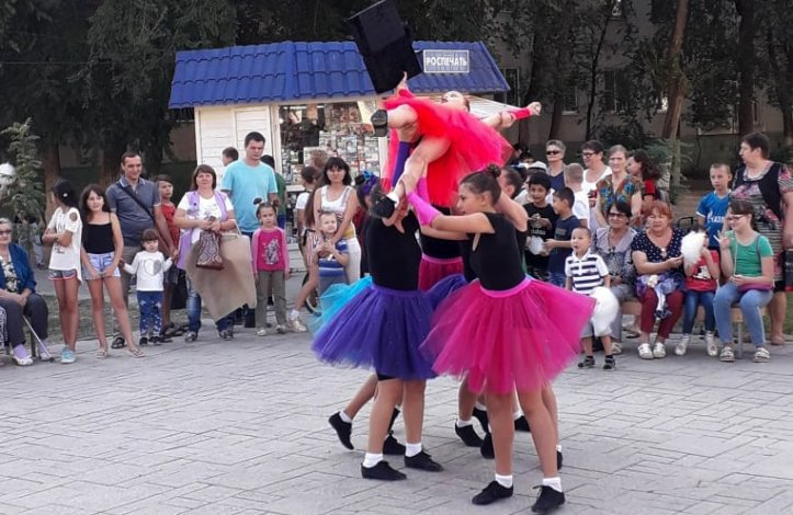 Депутат гордумы провёл в Юго-Востоке-3 концерт в честь нового учебного года
