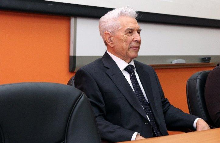 Астраханцы поздравляют основателя АГТУ Кагакова с днём рождения