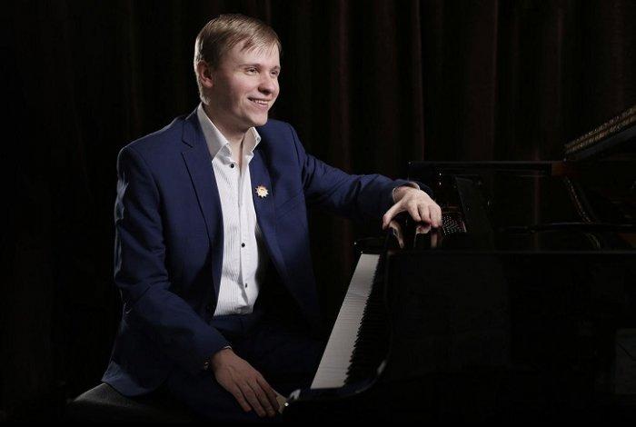 В Астрахани выступит знаменитый слепой музыкант