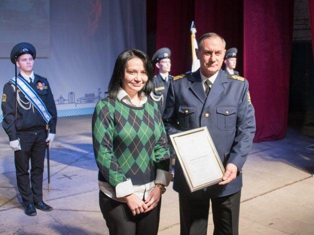 Инспекторы государственного портового контроля удостоены наград Думы