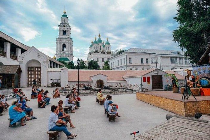 В Астраханском кремле показывают кукольные спектакли