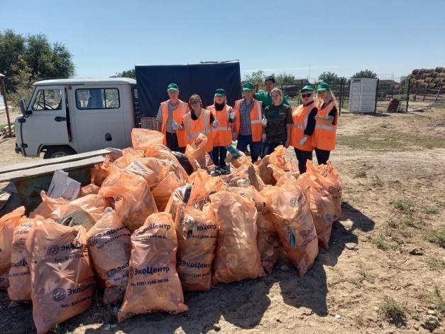 Сотрудники ПривЖД провели экологический десант вблизи Астраханского государственного заповедника