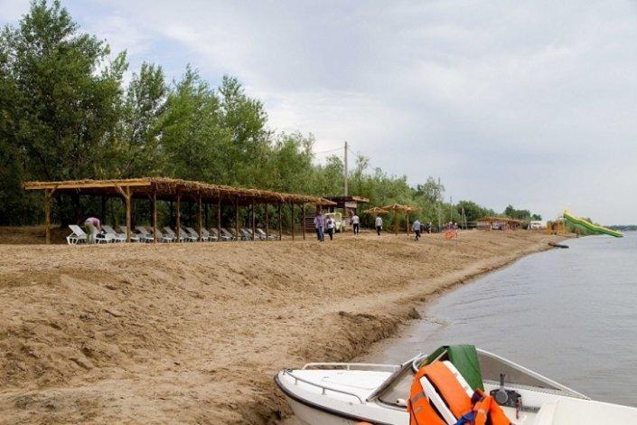 Астраханские водолазы исследуют пляжные акватории