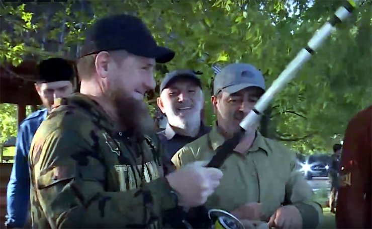 Кадыров порыбачил на Лебедином озере
