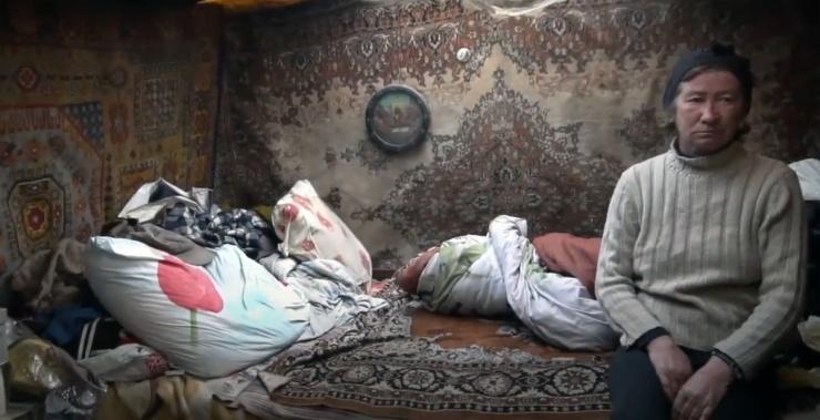 Астраханец снял на видео жизнь бомжей на острове Городской
