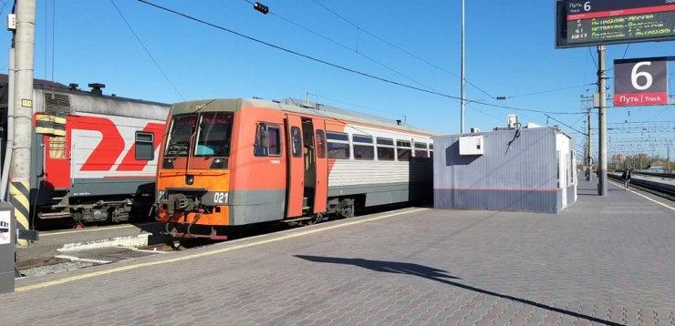 Ряд пригородных поездов в Астраханской области выведен из графика