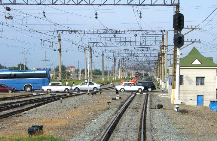На астраханских железнодорожных переездах без ДТП