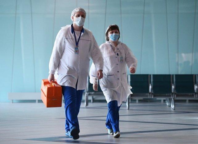 Переболевшие коронавирусом астраханские медики получили страховки