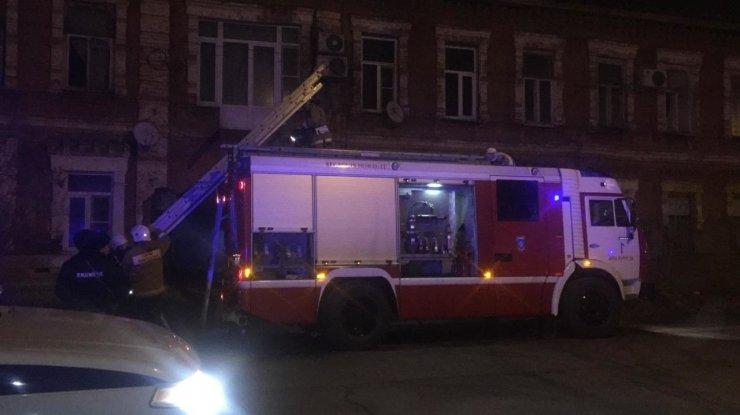 Пожар парализовал движение на оживлённом перекрёстке в Астрахани