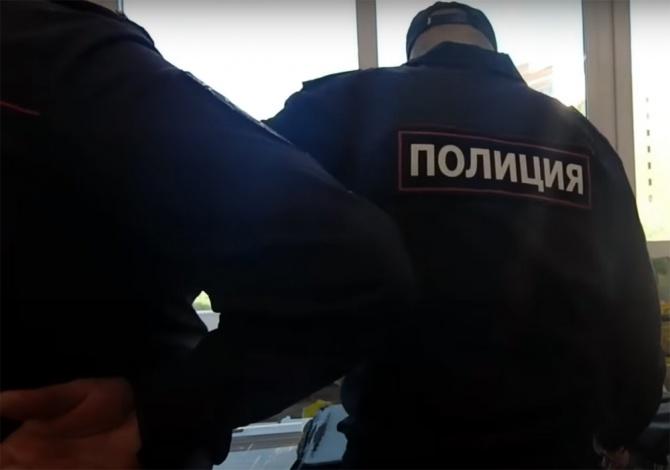 Двух астраханских экс-полицейских приговорили за взятку и превышение
