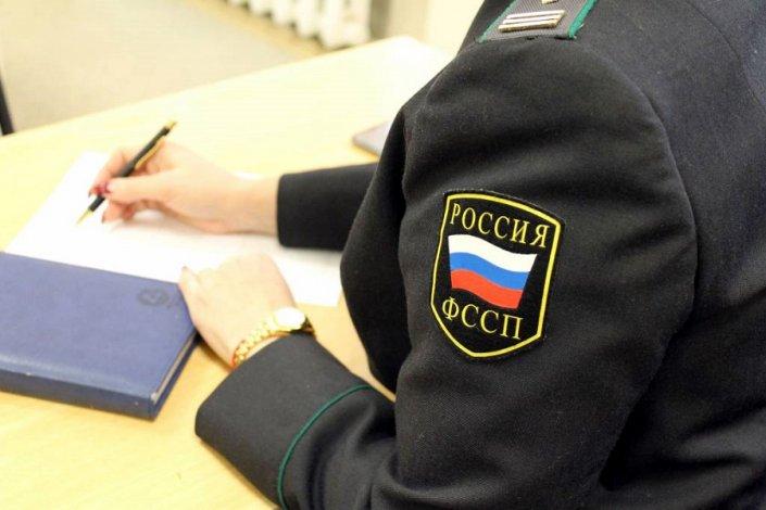 Астраханского пристава осудили за поддельный диплом