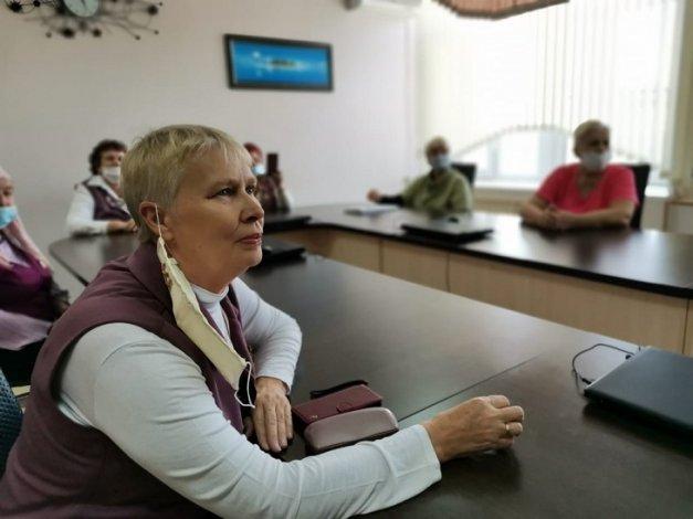Астраханские пенсионерки пообщались с Аллой Суриковой
