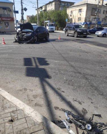 При столкновении двух авто в Астрахани пострадали четыре человека
