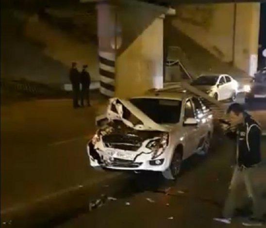 В Астрахани на такси упала часть Старого моста