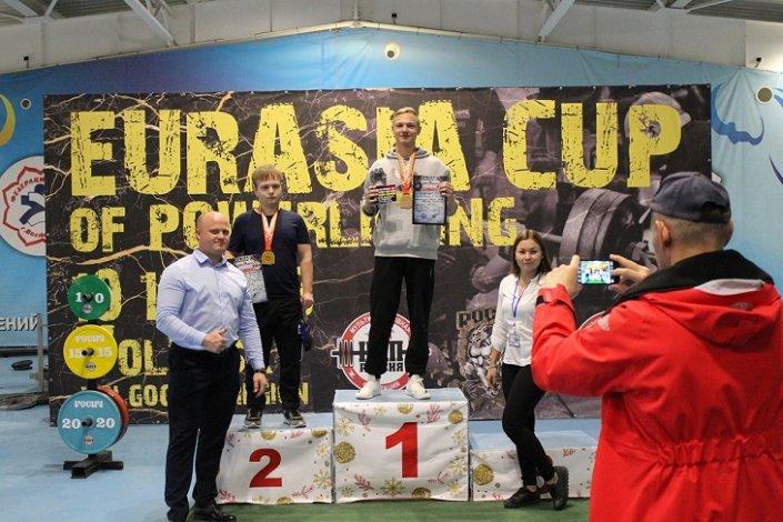 Астраханец победил в Кубке Евразии по пауэрлифтингу